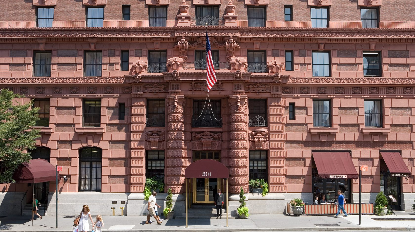 Image of the Lucerne Hotel in NYC
